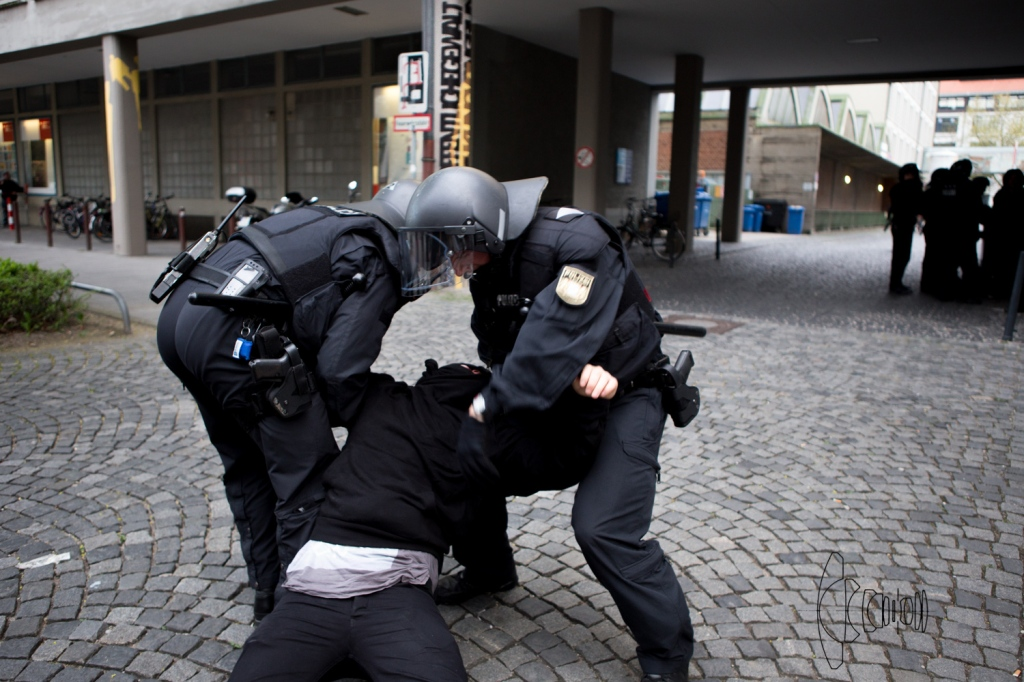 police arrests demonstrant anti PEGIDA/BAGIDA demonstrants