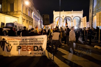 """PEGIDA Munich ends in front of the historical """"Feldherrenhalle"""" a place Hitler already rallied in front of."""
