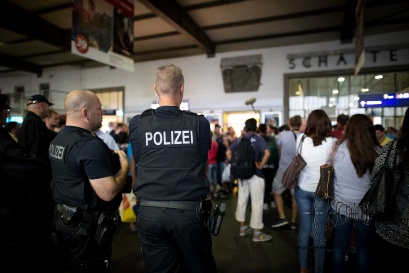 """Refugees arriving with the """"Train of Hope"""" inMunich"""