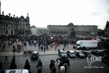 Antifacist demonstrators stop in front of Semper opera.