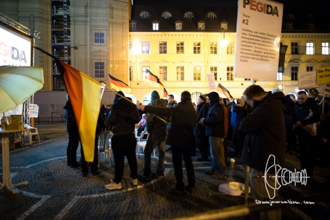 "PEGIDA returns to Odeonsplatz and finishes with videos of Halal slaughtering and racist ""funny"" videos."