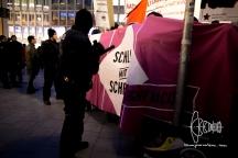Antifacist demonstration reaches Marienplatz.