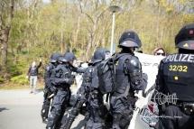 Police stops demonstration for not fullfilling restrictions.