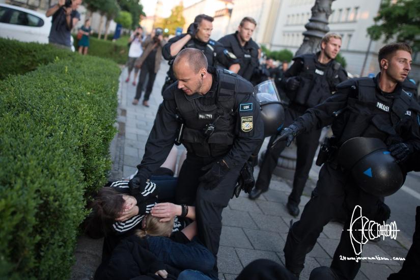PEGIDA starts marching again – police violenceerrupts