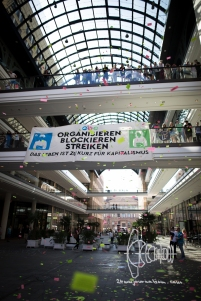 "Banner in ""Mall of Berlin"""