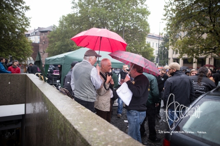 Roland H., photographer for PI-News and Junge Freiheit joining neonazi protest.