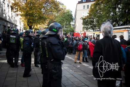 Police tried to split demonstration after escalation.