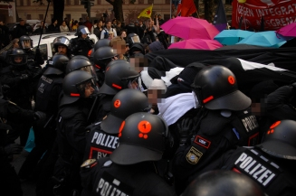 Police tries to seperate demonstration. ©Robert Andreasch