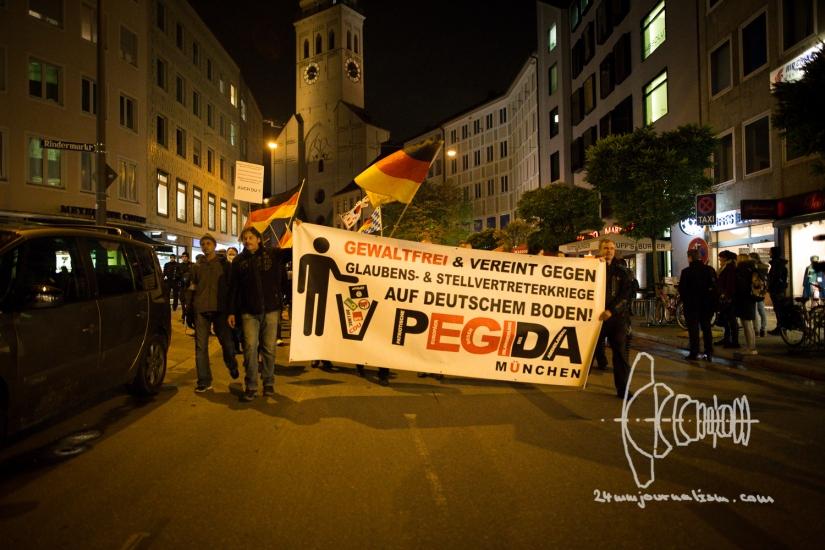 PEGIDA Munich – Neonazis climb Feldherrnhalle and openly displayedRacism