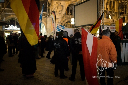 On Monday January 16th PEGIDA gathered on Marienplatz in Munich for it's second anniversary. Many people demonstrated against the event. Police ripped away banners of counter protestors declaring they are not necessary for democratic protest. Many neonazis of far-right party 'Der III. Weg' participated.